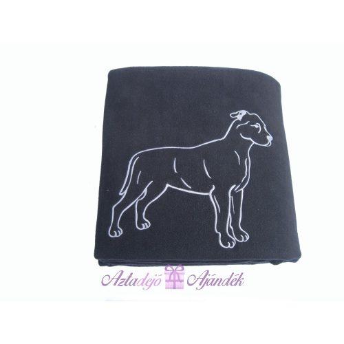 Hímzett kutyás polár takaró fekete szürke hímzéssel