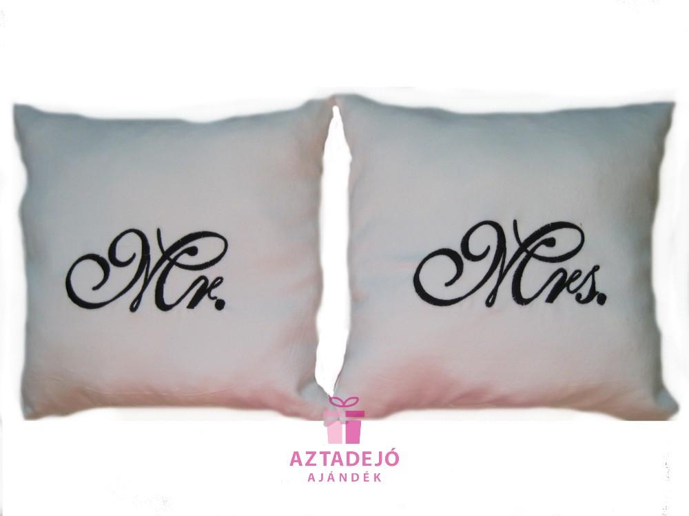 Mr és Mrs párna szett 35x35 cm fehér - Aztadejó Ajándék f3e60a6250