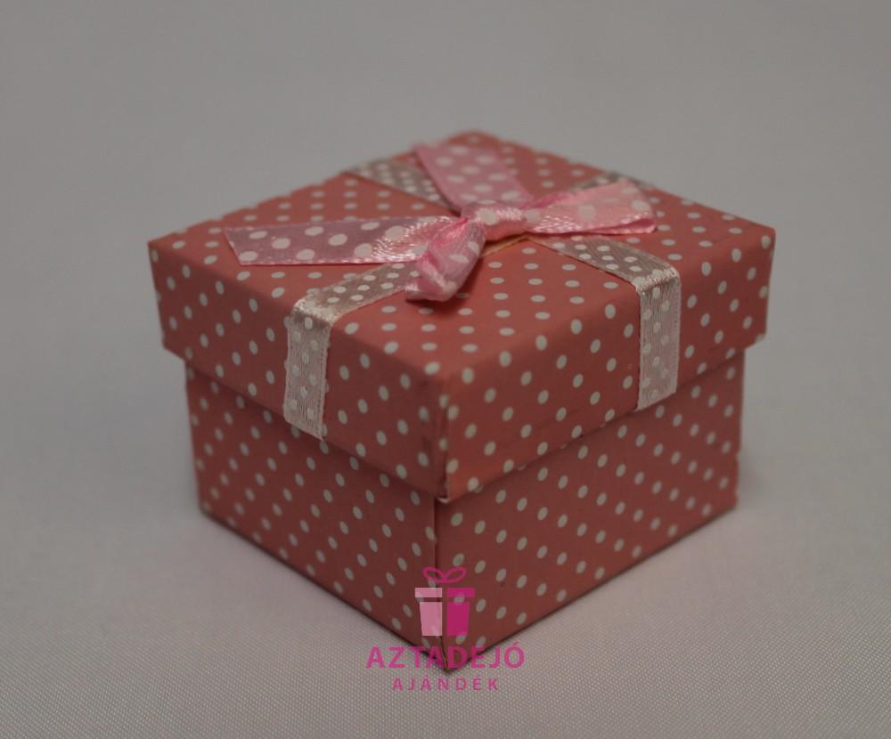 Rózsaszín ékszerdoboz
